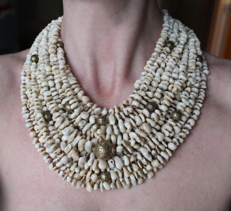 Оплодотворенная нежностью Белый Коралл, винтажная резная Сёма Роксолана - фото 1