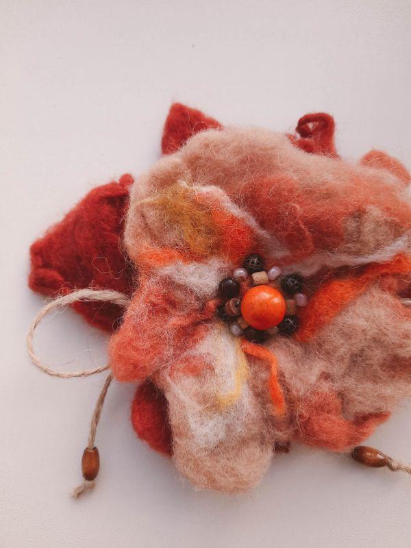 """Брошь из шерсти """"Цветок"""" Оранжевый шерсть в оранжевых оттенк Творческая мастерская Рыбка - фото 1"""