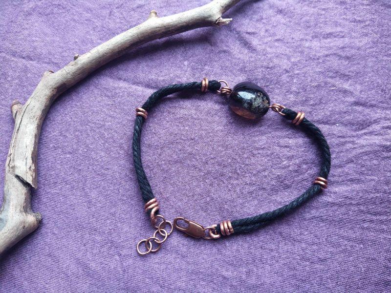 Браслет с черным агатом Черный медь, шнурок, камни Творческая мастерская Рыбка - фото 1