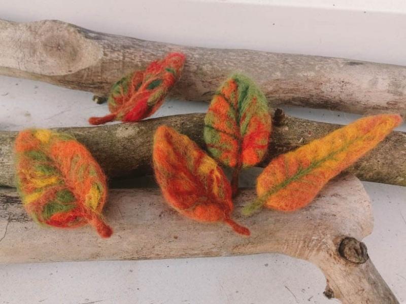 Осенний листочек-брошь из шерсти Красный шерсть в осенних тонах и Творческая мастерская Рыбка - фото 2