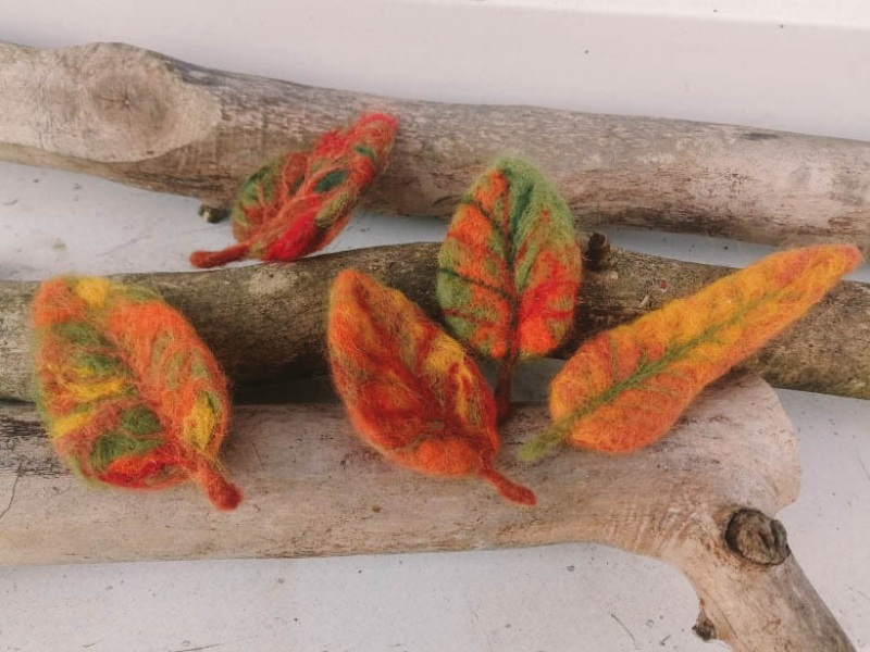 Осенний листочек-брошь из шерсти Оранжевый шерсть в осенних тонах и Творческая мастерская Рыбка - фото 2
