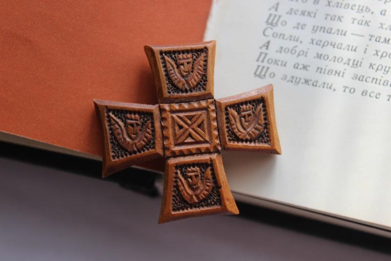 Нательный крестик Коричневый дерево Стринадюк Богдан - фото 1