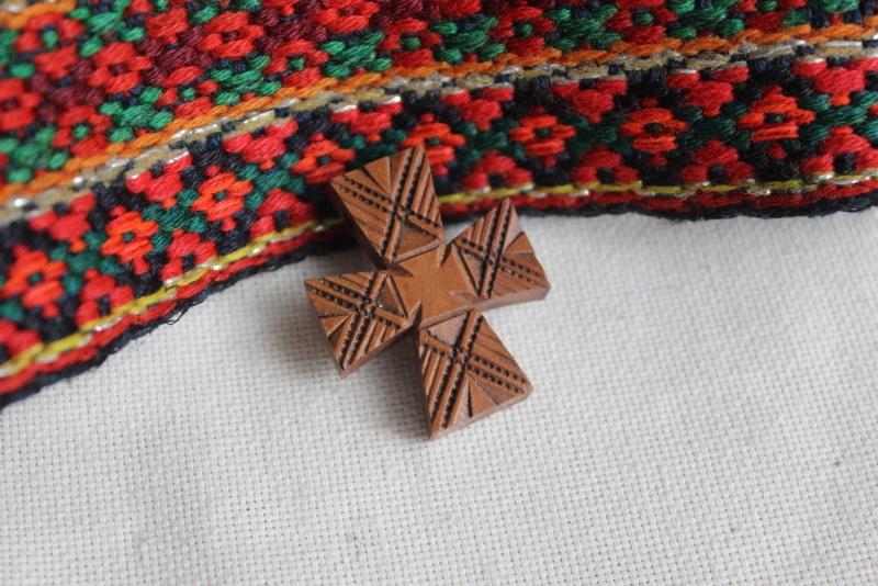 Натільний хрестик Коричневий дерево Стринадюк Богдан - фото 1