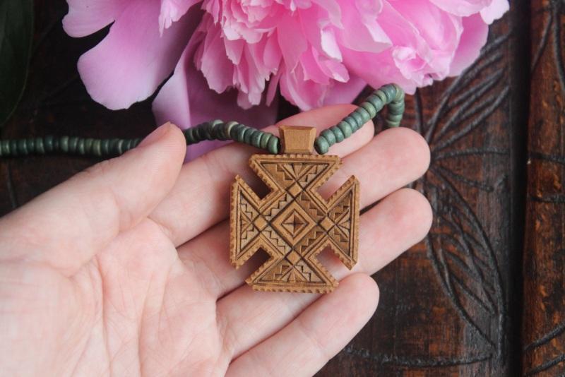 Нательный крестик Коричневый дереве груша, кераміка Стринадюк Богдан - фото 1