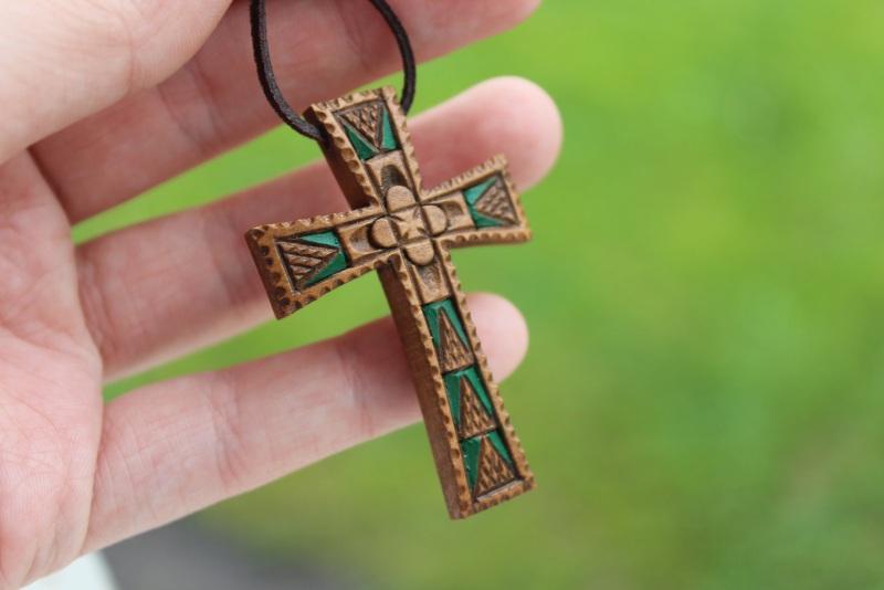 Нательный крестик Коричневый дерево груша, акрил Стринадюк Богдан - фото 1