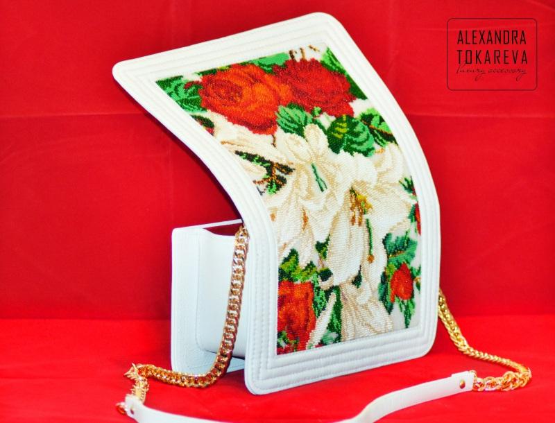 Эксклюзивный клатч ручной работы вышитый бисером «White lilies» Белый Артикул: 045 Принадлежно Токарева Александра - фото 4