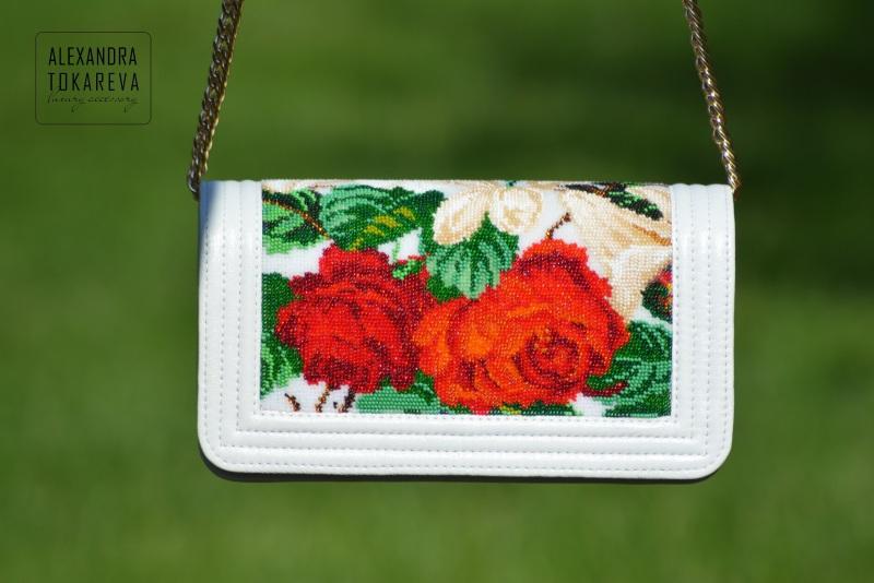 Эксклюзивный клатч ручной работы вышитый бисером «White lilies» Белый Артикул: 045 Принадлежно Токарева Александра - фото 2