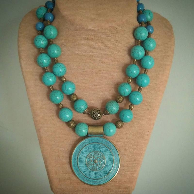 Ожерелье для пышной леди «Амулет» Бирюзовый бирюзовый магнезит, латун Вит Анастасия - фото 1