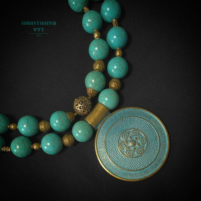 Ожерелье для пышной леди «Амулет» Бирюзовый бирюзовый магнезит, латун Вит Анастасия - фото 4