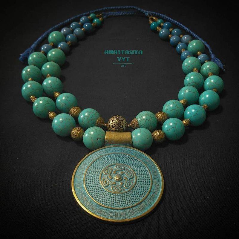 Ожерелье для пышной леди «Амулет» Бирюзовый бирюзовый магнезит, латун Вит Анастасия - фото 5