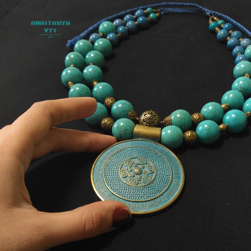 Ожерелье для пышной леди «Амулет» Бирюзовый бирюзовый магнезит, латун Вит Анастасия - фото 2