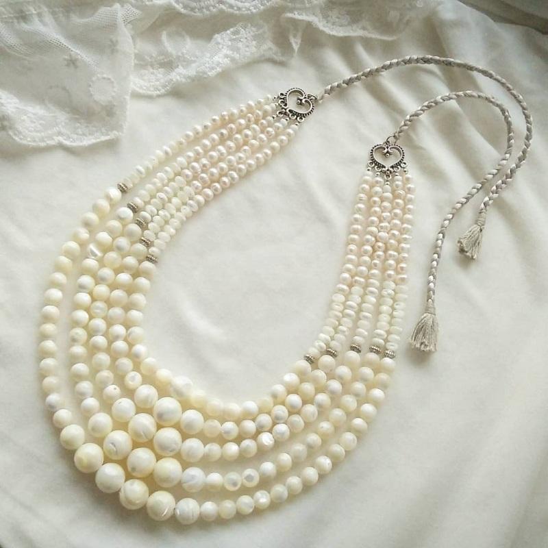 Ожерелье под заказ «Баламуты с кистями» Белый современный перламутр Вит Анастасия - фото 1