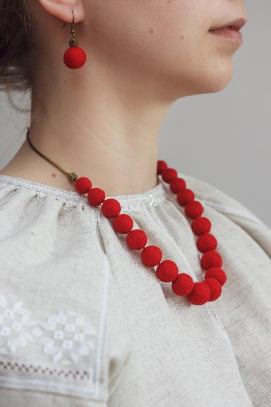Шерстяное ожерелье Красный шерсть Якимович Олеся - фото 2