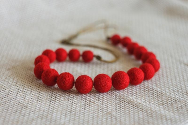 Шерстяное ожерелье Красный шерсть Якимович Олеся - фото 1