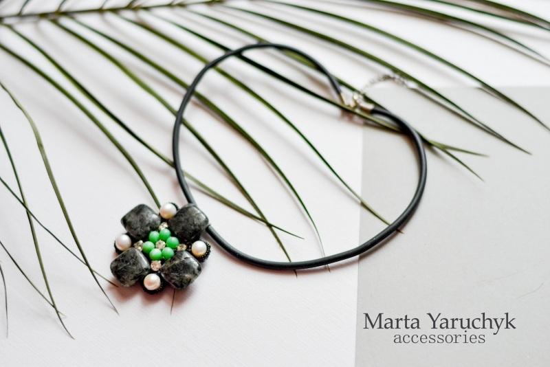 Сміливий чокер з кварцу, перлів та тигрового ока Чорний Сірий кварц-волосатик, рі Яручик Марта - фото 4