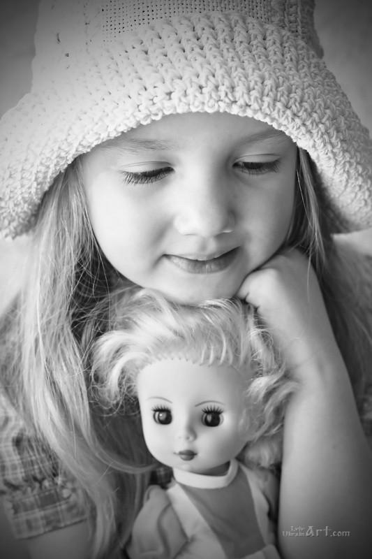 Девочка и кукла  печать на холсте, натянут UkrainArt - фото 1
