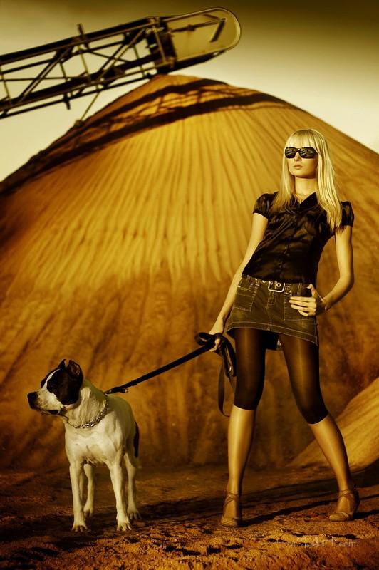 Модель с собакой  печать на холсте, натянут UkrainArt - фото 1