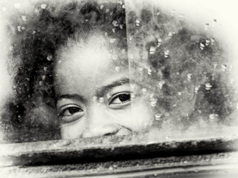 Погляд крізь вікно  друк на полотні, натягнут UkrainArt - фото 1