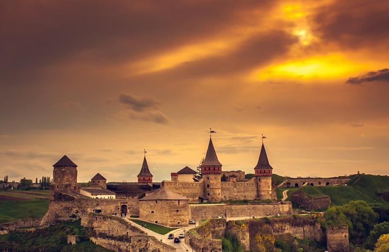Замок в Каменце-Подольском весной  печать на холсте, натянут UkrainArt - фото 1
