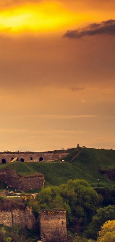 Замок в Каменце-Подольском весной №1  печать на холсте, натянут UkrainArt - фото 5