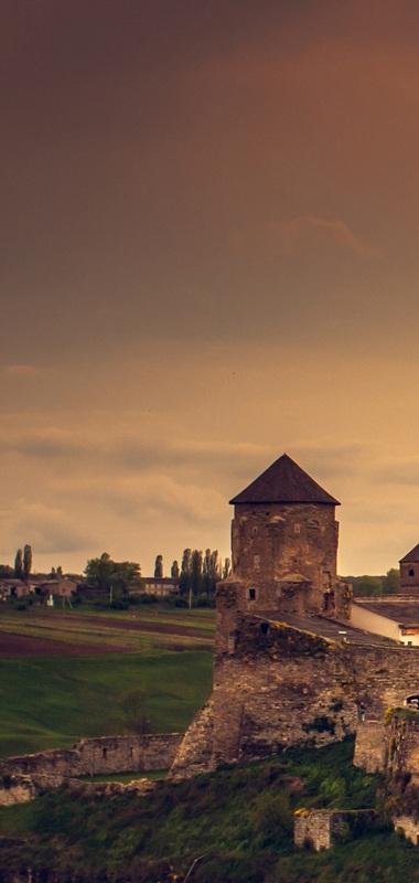 Замок в Каменце-Подольском весной №1  печать на холсте, натянут UkrainArt - фото 2